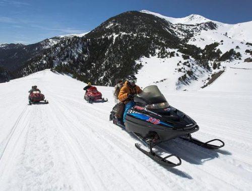 Moto de nieve doble en Andorra 60 min Motos de nieve Mushing Pirineus 500x380