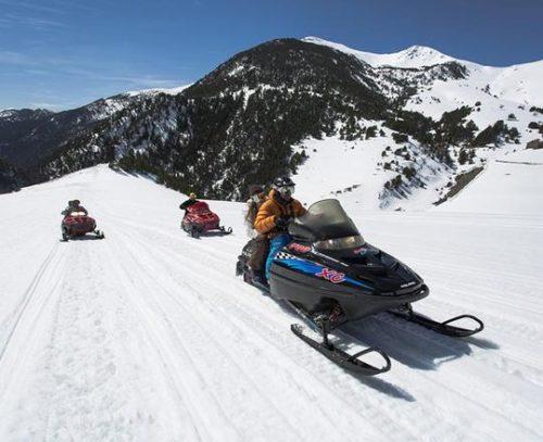 Moto de nieve doble en Andorra 60 min Motos de nieve Mushing Pirineus 500x407
